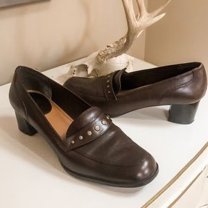 Life Stride leather brown heeled loafers studs 10